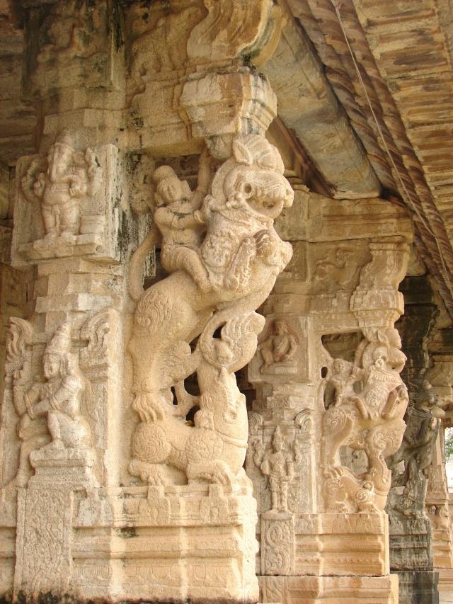 yali_pillars_in_mantapa_28hall29_in_someshvara_temple_at_kolar